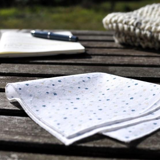 Fair - mouchoir en coton bio ou OEKOTEX - petites étoiles bleues