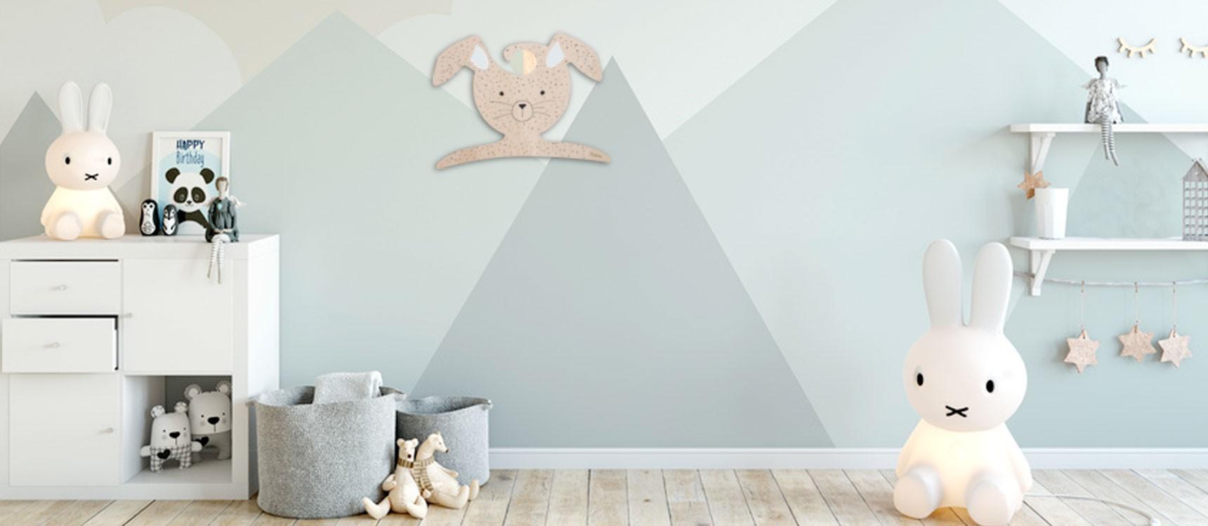 Cintre en bois pour dcorer la chambre de votre bb ou de votre enfant
