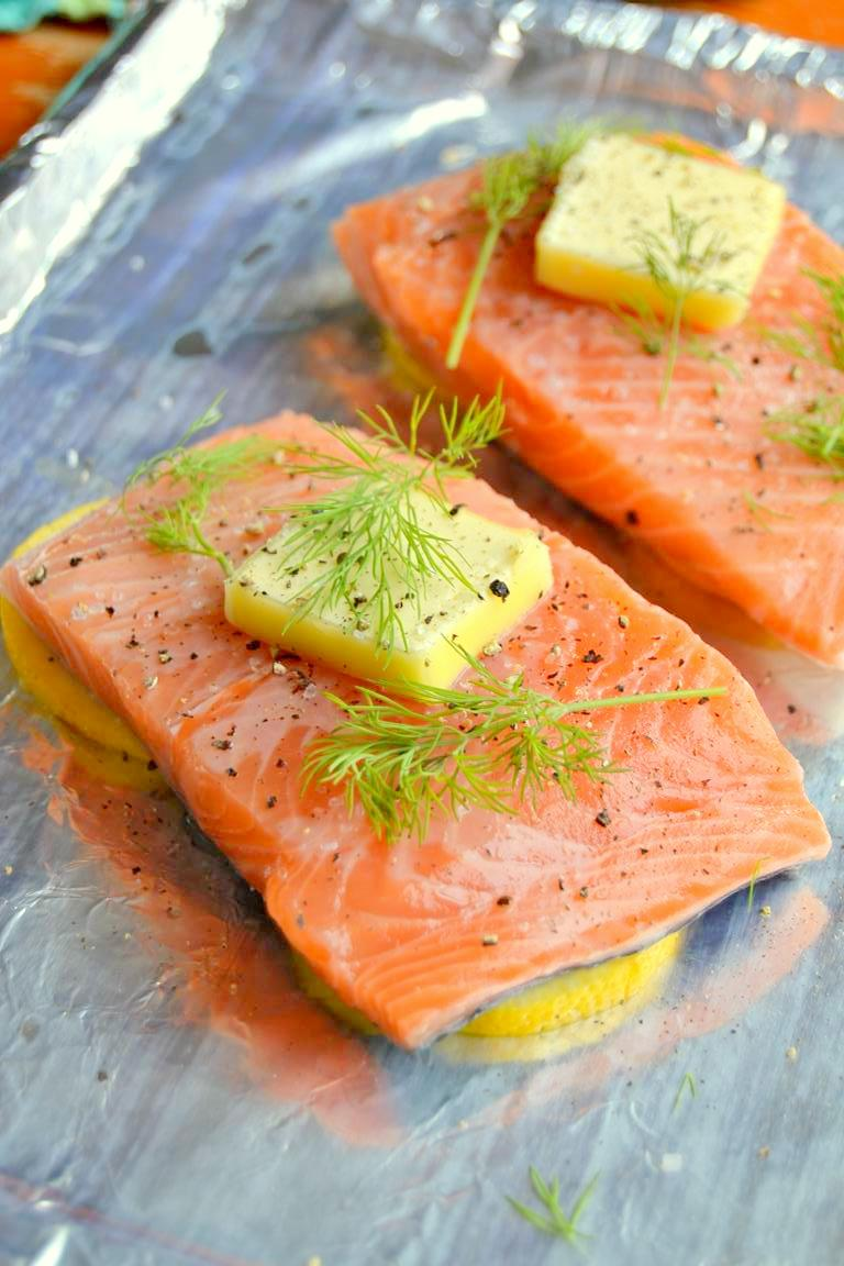 Simple Lemon Dill Salmon with Cucumber Cilantro Sauce (4)