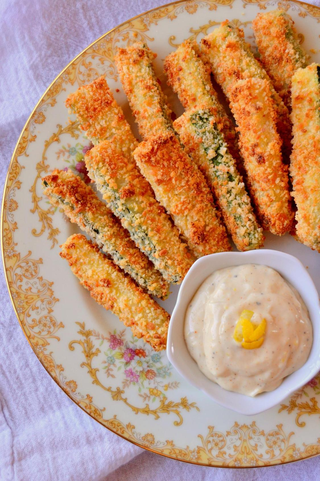 Baked Parmesan Zucchini Sticks with Lemon Garlic Aioli on www.TattooedMartha.com (6)