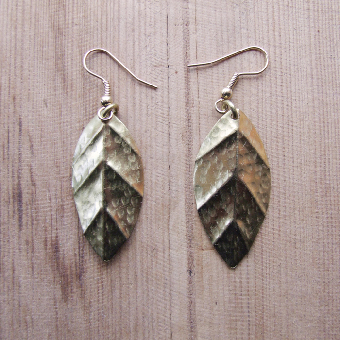Brass medium veined leaf earrings JEMB15