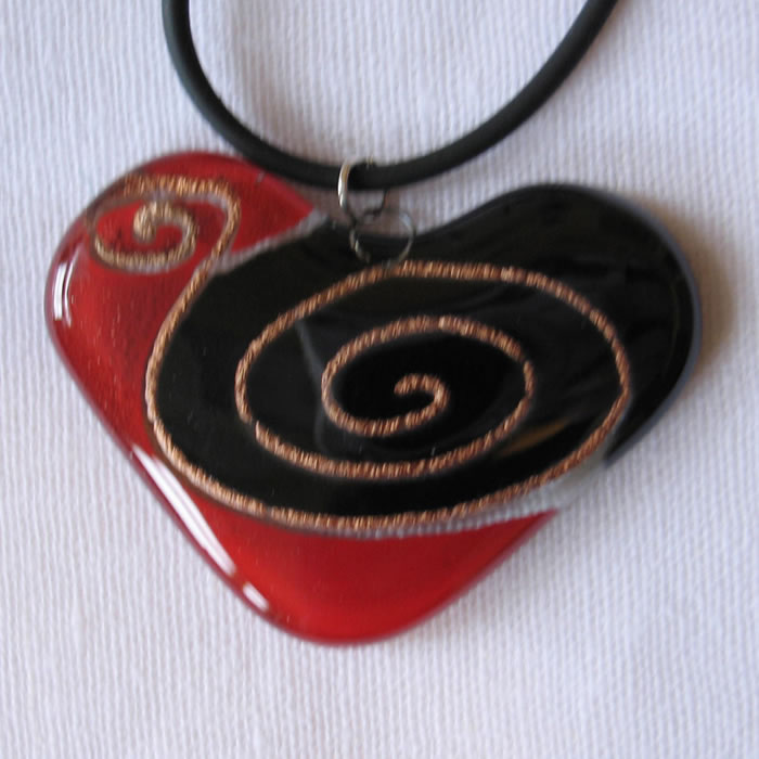 Glass pendant shaped heart red and black with gold detail JNG1