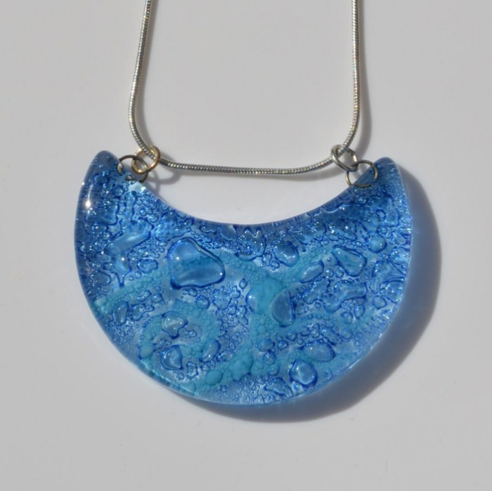 Fair Trade Glass pendant crescent mid blues JNG7