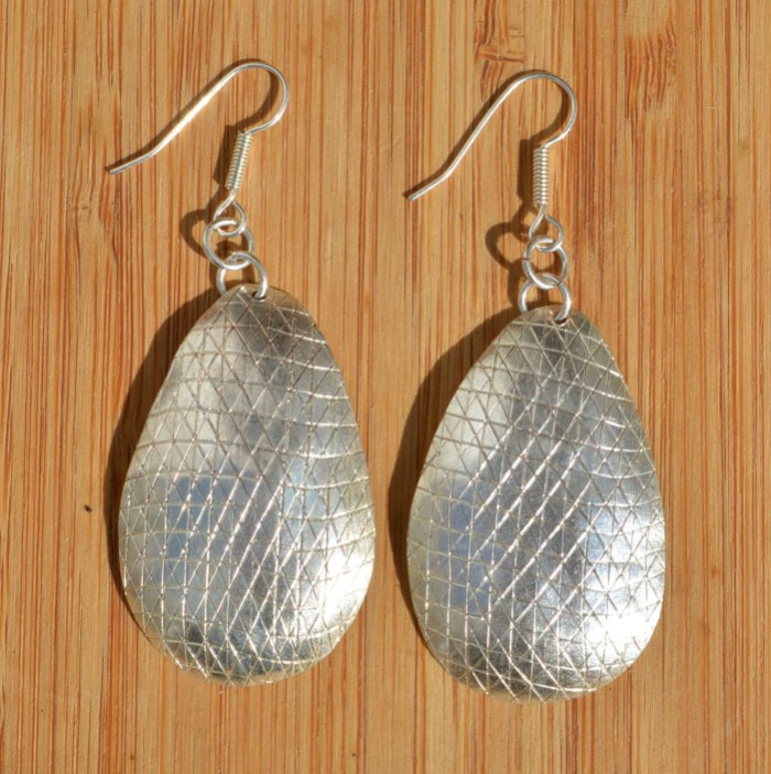 Fair Trade Silver plated oval earrings with scratch pattern JEMS40