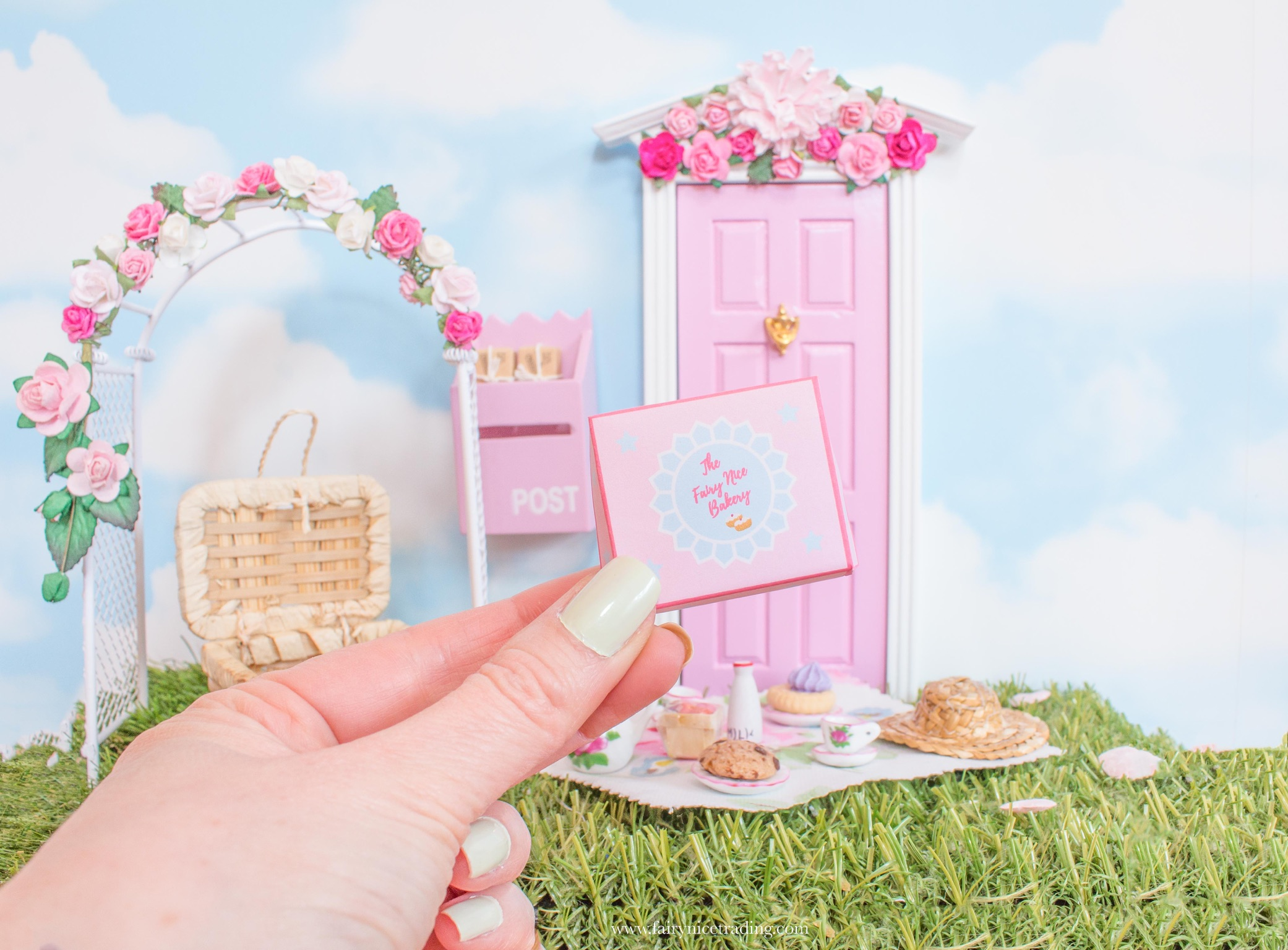free printable miniature donut box for fairy doors