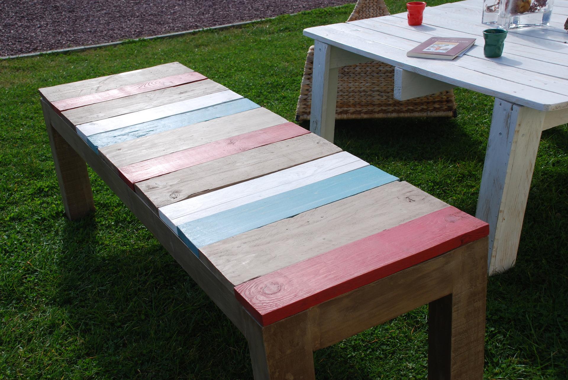 banc fait avec du bois de palettes