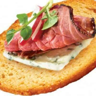 New York Style Blue Cheese and Roast Beef Bagel Crisps