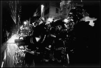 Marseille juillet 2004 02H50 marins pompiers de Marseille, feu dans le magasin de téléphonie SFR