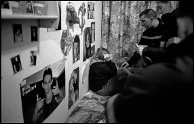 Liévin Pas de Calais, février 2004 00H23 crise de nerf d'une adolescente placé dans un foyer de jeune fille.