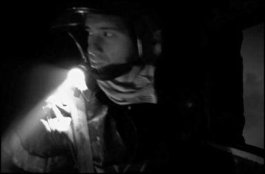 Bordeaux, mars 2004 05H33, dans les fumées de cette gage d'escalier le jeune sapeur pompier inspecte les lieux.