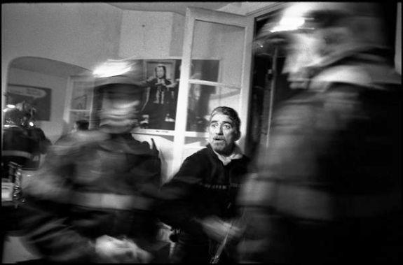 Bordeaux, mars 2004 02H34, feu d'appartement, inquitude du chef d'agrès, le feu gagne sur les toitures environnante.