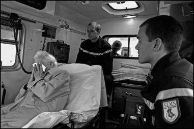 Lyon avril 2004 11H23, chute sur la voie publique d'une veille dame de 82 ans.
