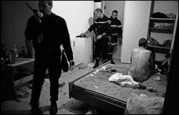 St brieuc, mai 2004,23H50, dans un appartement thérapeutiquet du centre ville , personne ne repondant pas aux appels.