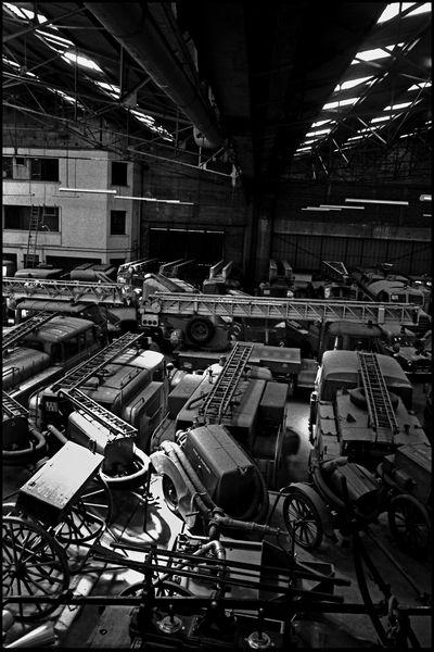 Lyon Avril 2004 09H00, entrepot des anciens véhicules du département.