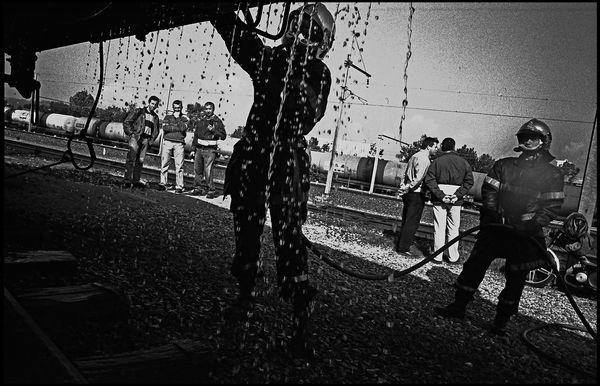 Lyon avril 2004 13H34, couloir de la chimie, intervention à la gare de frète suite à un incident sur un des wagons à risque.