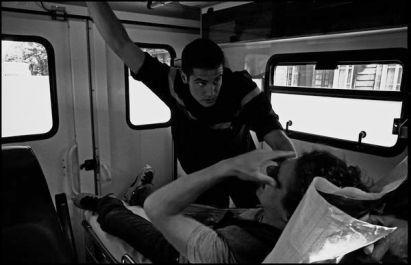 Bordeaux, mars 2004 14H55, transport de la victime au urgences suite à une chute sur le skat park de Bordeaux.