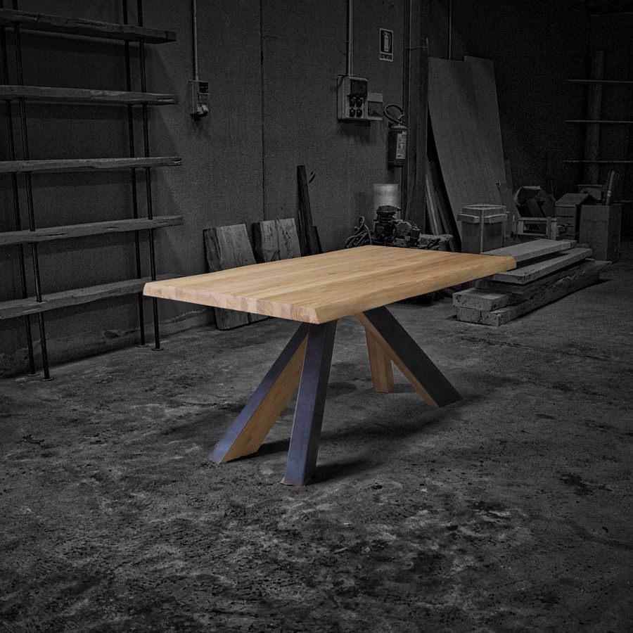 Tavolo in legno massello Wind