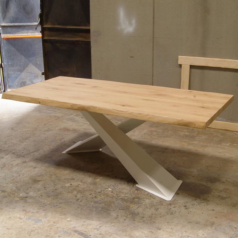 gambe tornite in legno di tiglio per un tavolo tradizionale. Tavolo X Design In Legno Massello Di Castagno E Gambe Bianche Falegnameria900 Mobili In Legno Su Misura