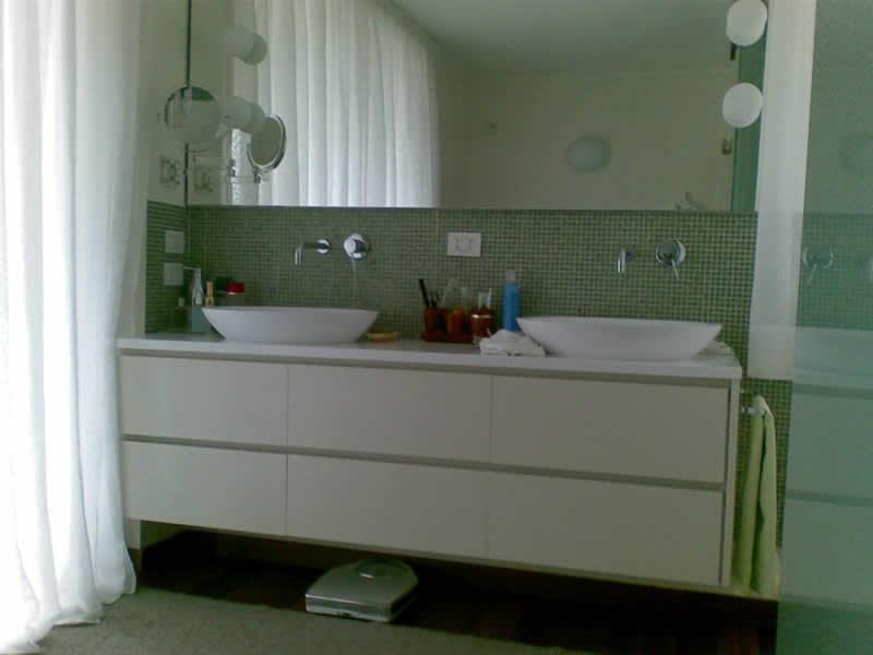 Mobili per arredo bagno realizzati in falegnameria su misura