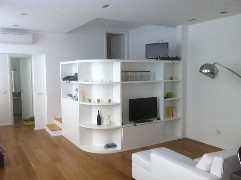 Librerie mobili soggiorno e divani realizzati su misura dalla Falegnameria K