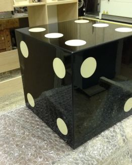 tavolino dado da gioco