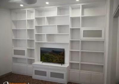 Il cartongesso si può alternare al legno per creare una splendida libreria di design. Soggiorni E Parete Attrezzate Su Misura Roma Falegnamerie Design
