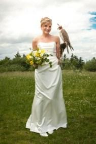 Die Braut mit Falke