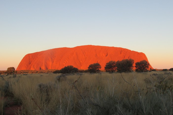 Uluru tramonto australia viaggio itinerante
