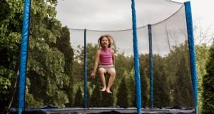 Detská trampolína. Zábava a aktivita pre malých huncútov