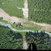 Der Blick durch den Glasboden der Peak-2-Peak-Gondola aus 436 Metern Höhe