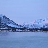 Überall schneebedeckte Berge rundherum