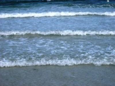 Strand - mit Wellen