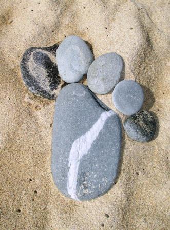 Fuß. Aus Steinen.
