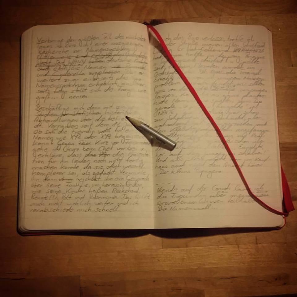 Notizbuch. Mit Notizen (Unleserlich).