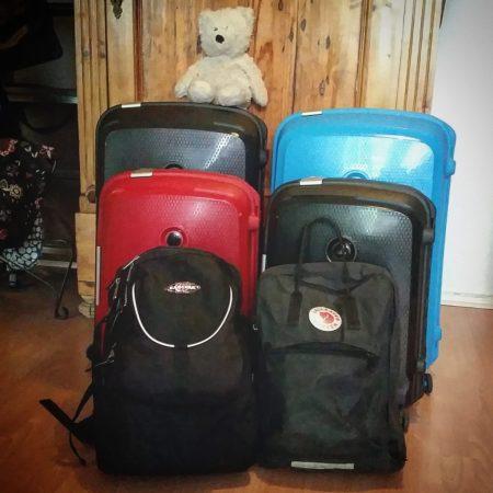 Koffer. Für die mit leichtem Gepäck reisende Familie.