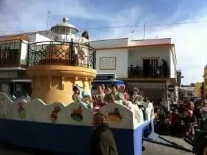 Défilé des minimiss du carnaval de Chipiona 2014 avec la famille nomade digitale