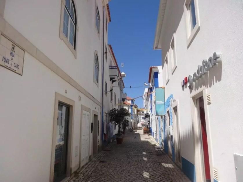 Lisbonne en famille-Une rue du village d'Ericeira