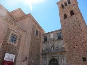 Eglise santo Tomé à Tolèdo avec la famille nomade digitale