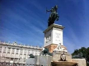 Plaza deOriente-Famille nomade digitale à Madrid