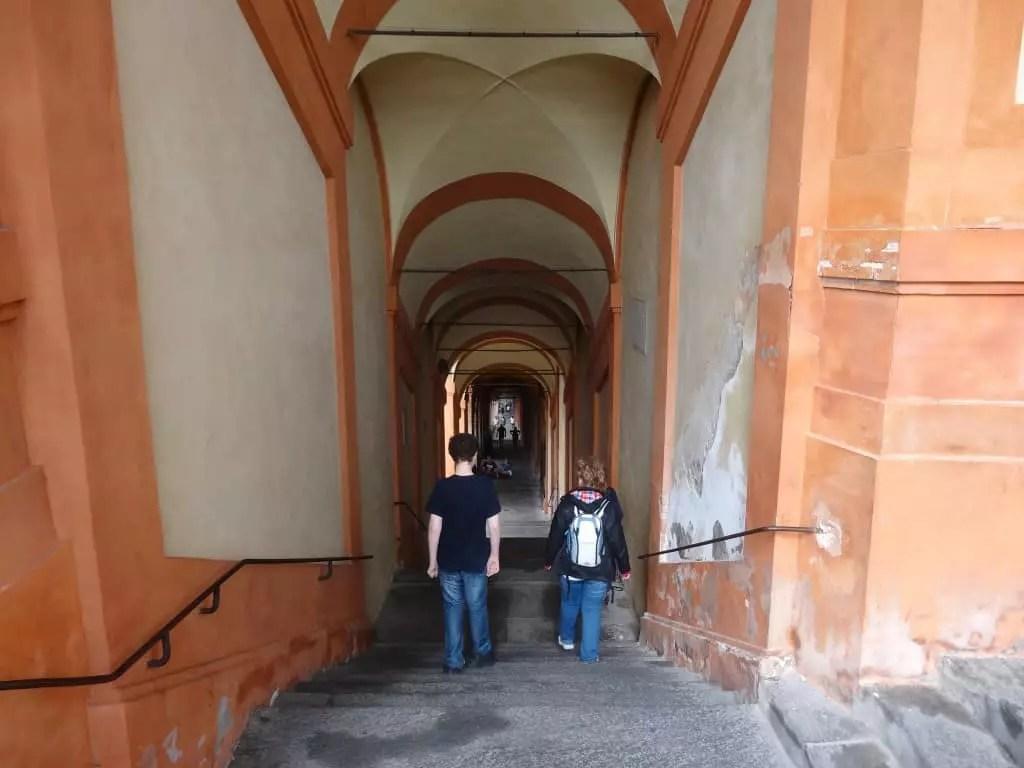 Les 666 arches de San Luca à Bologne-famille nomade digitale