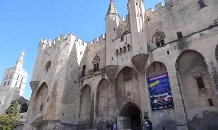Avignon : La cité des papes.