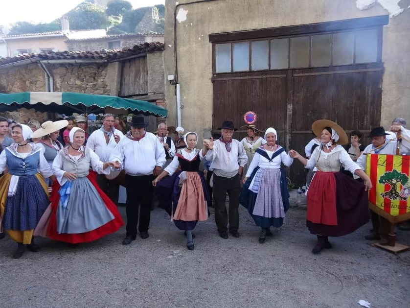 danses folkloriques à Collobrières-Famille nomade digitale