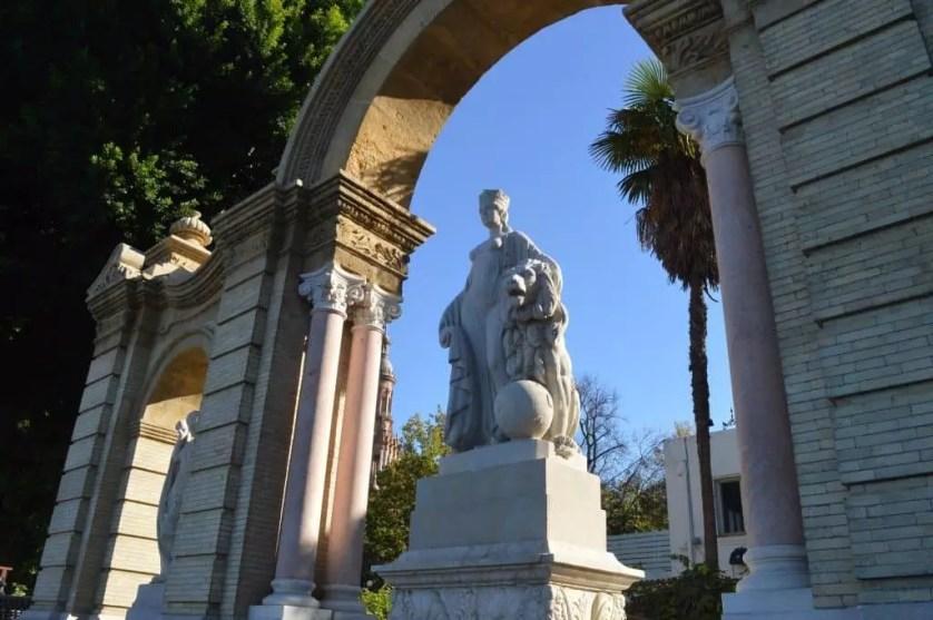 Seville-parc maria luisa et ses statues -famille nomade digitale