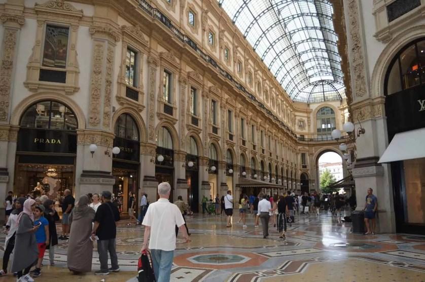 La galerie Vittorio Emanuele II et ses boutiques de luxe Milan famille nomade digitale en italie