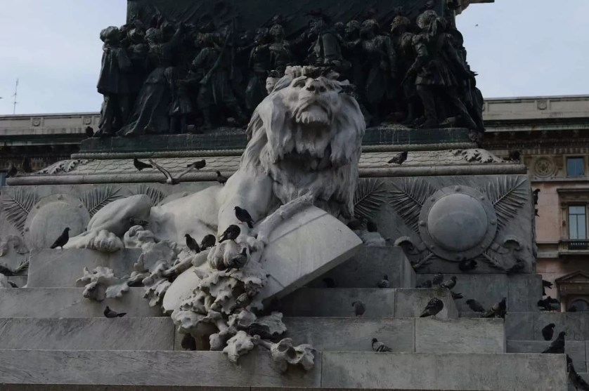 sculpture lion statue vittorio emanuele II milan-famille nomade digitale