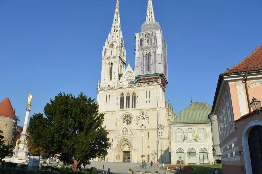 séjour à Zagreb-avec la famille nomade digitale cathedrale de Zagreb