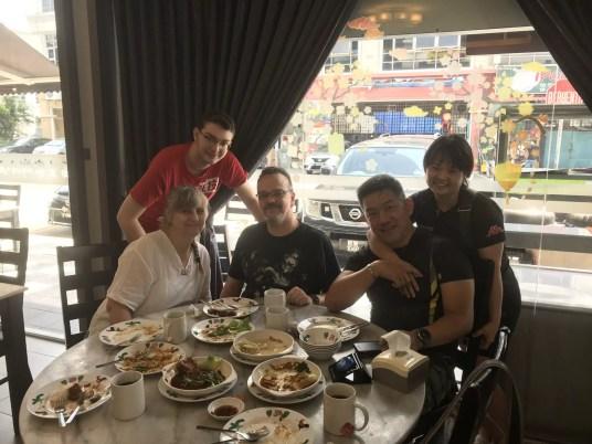 Avec Edwin et Kim, nos sympathiques hôtes à Johor-Bahru (Malaisie)