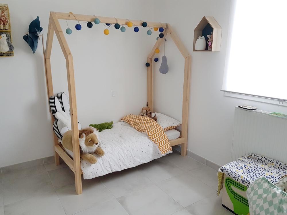 construire lit-maison en bois