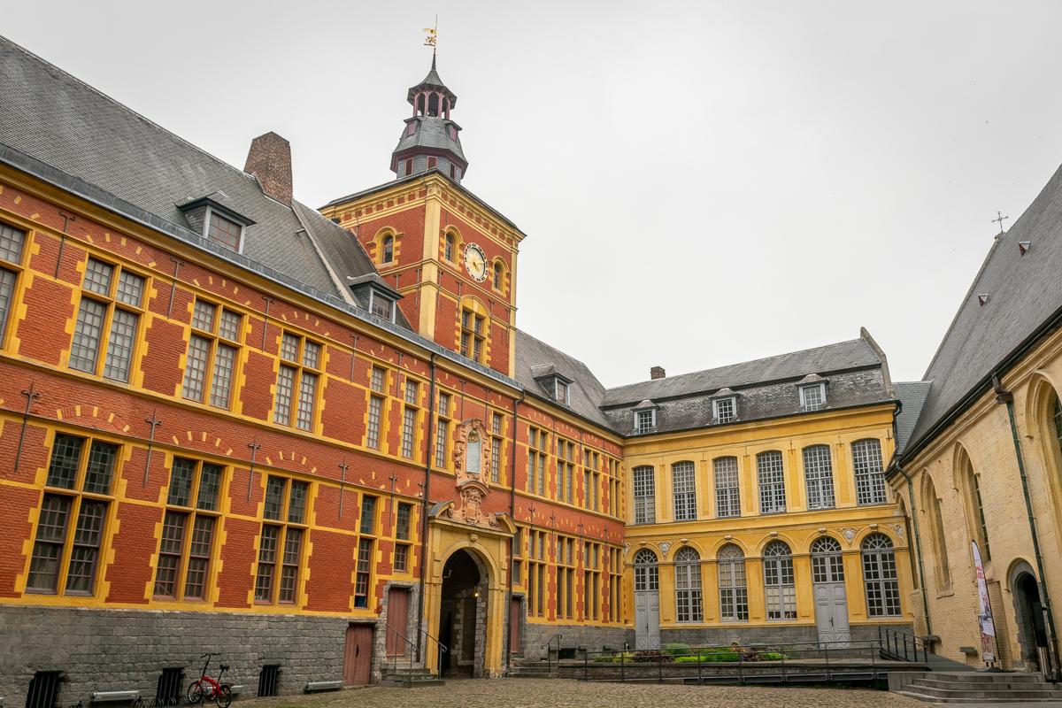 cour de l'hospice contesse