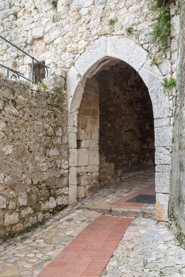 Porte du village de Èze